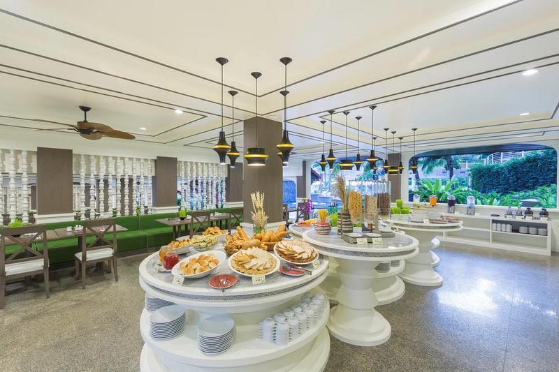 Отель Chanalai Flora Resort 4*, завтрак в ресторане