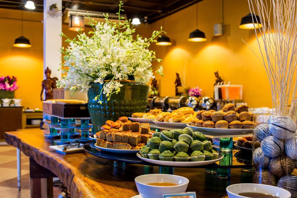 Завтрак в отеле Nai Yang Beach Resort and Spa 4* Пхукет, Таиланд