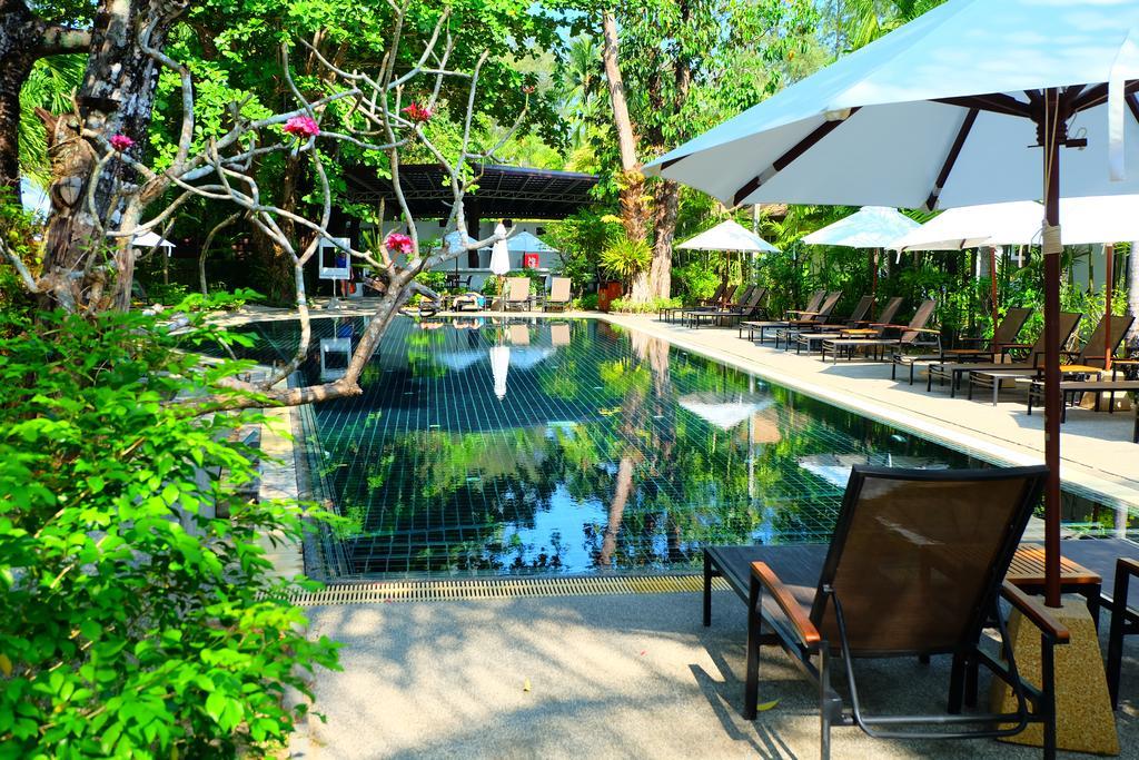 Территория отеля Най Янг Бич Резорт на Пхукете