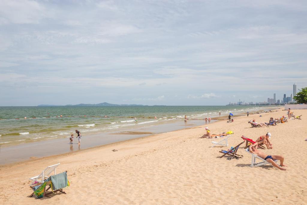 Частный пляж отельного комплекса Ambassador City Jomtien