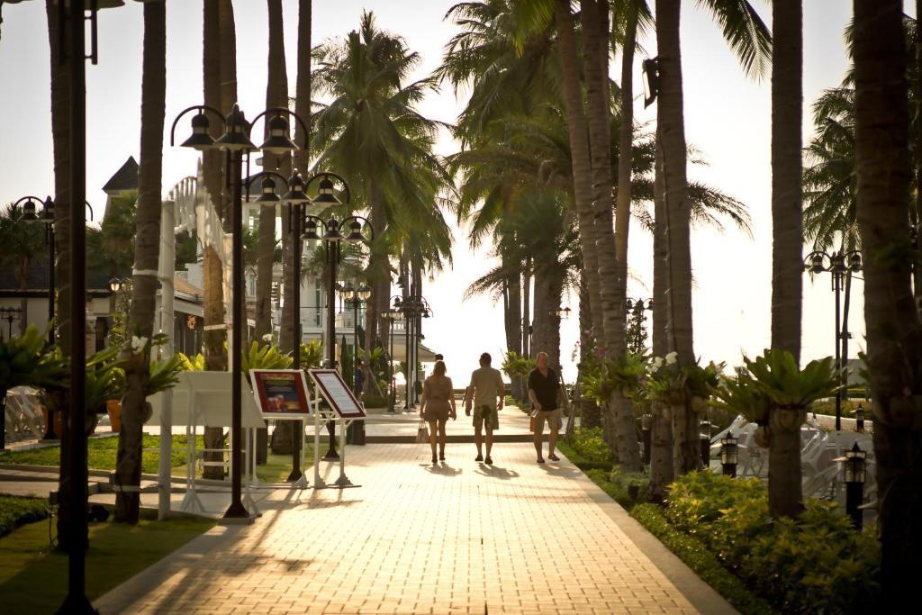 Территория отеля Ambassador City Jomtien Ocean Wing