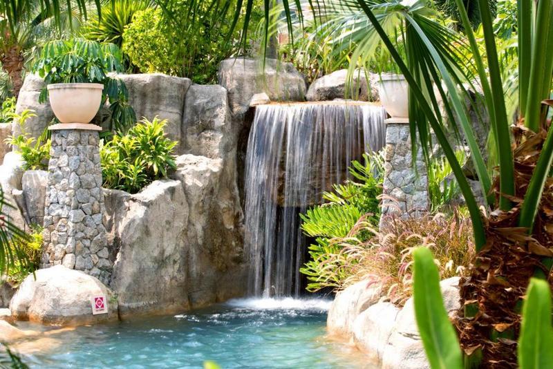 Водопад, Центара Гранд Бич Резорт