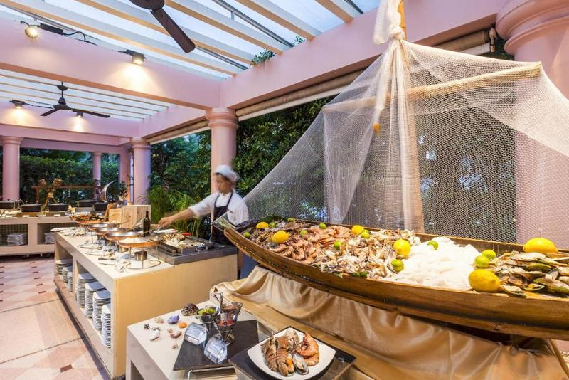 Ресторан The Cove, Центара гранд Бич Резорт