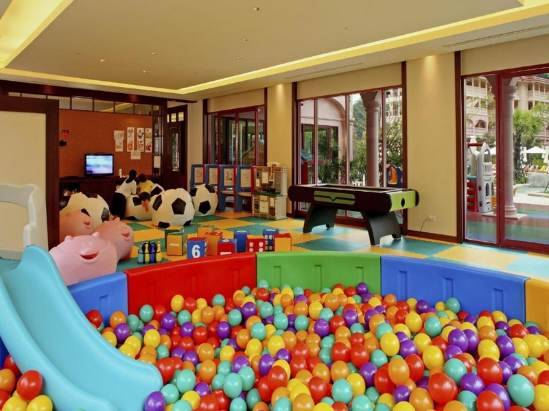 Детский клуб отеля Centara Grand Beach Resort Phuket 5*