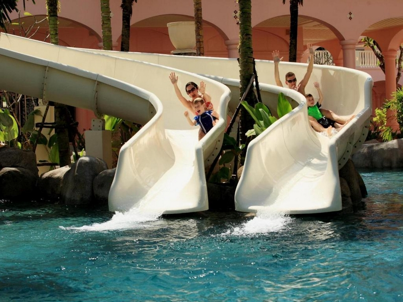 Водные горки в отеле Детский клуб отеля Centara Grand Beach Resort Phuket 5*