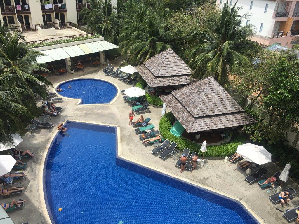 Территория отеля Ибис Пхукет в районе пляжа Ката