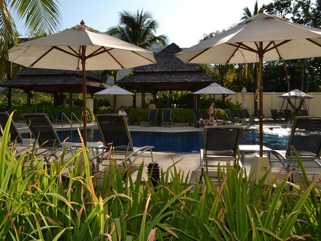Бассейн отеля Ibis Phuket Kata