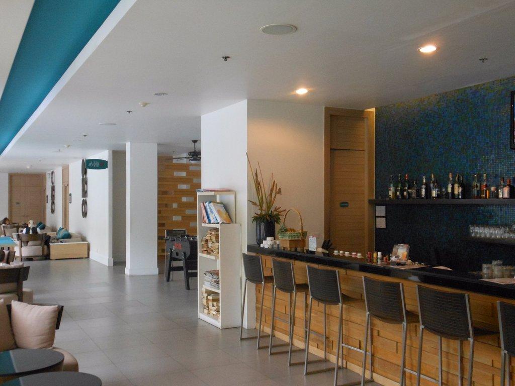 Отель Ибис Пхукет Ката 3*, бар в лобби