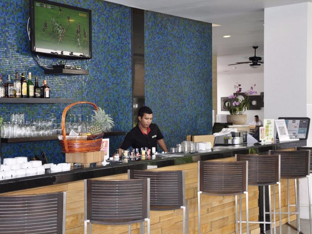 Лобби-бар отеля Ибис Пхукет Ката