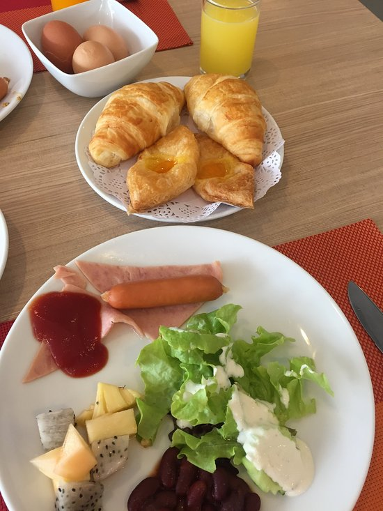 Завтрак в отеле Ibis Phuket Kata 3*