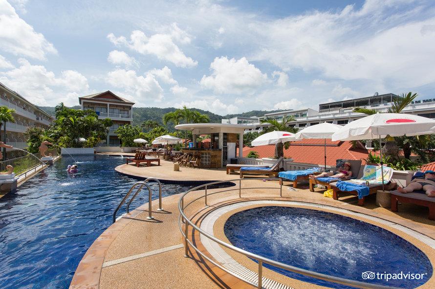 Бассейн отеля Karon Princess 3*