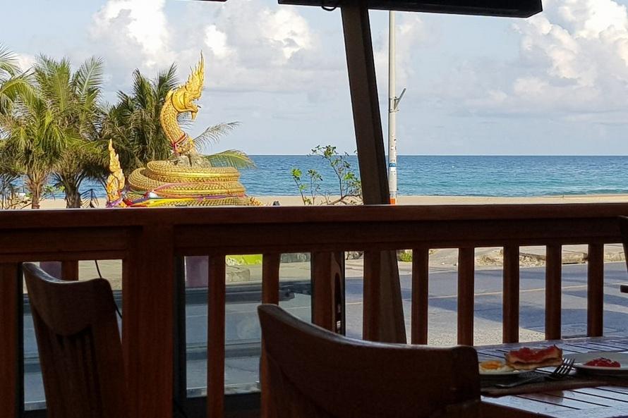 Вид на пляж из отеля Карон Принцесс 3