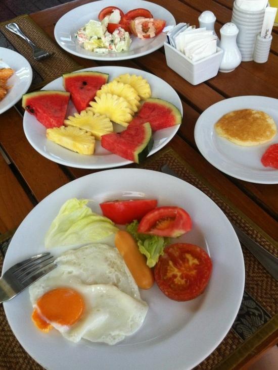 Завтрак в отеле Karon Princess