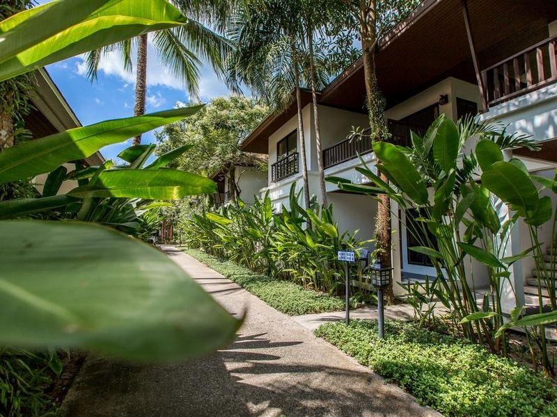 Nai Yang Beach Resort and Spa 4*, территория