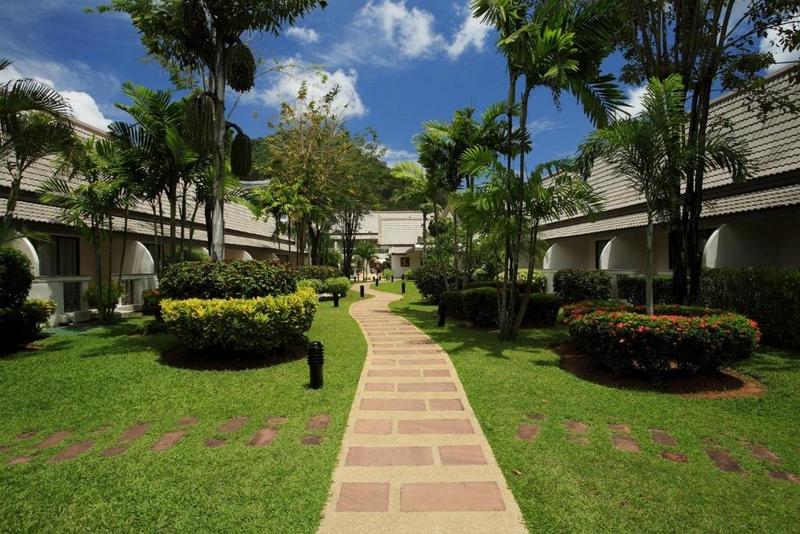 Территория отеля Centara Kata Resort, сад