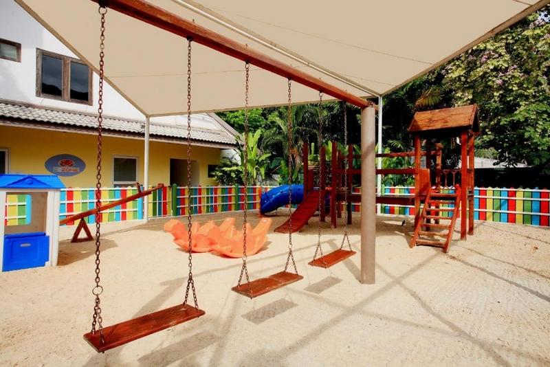 Территория отеля Centara Kata Resort, детский клуб