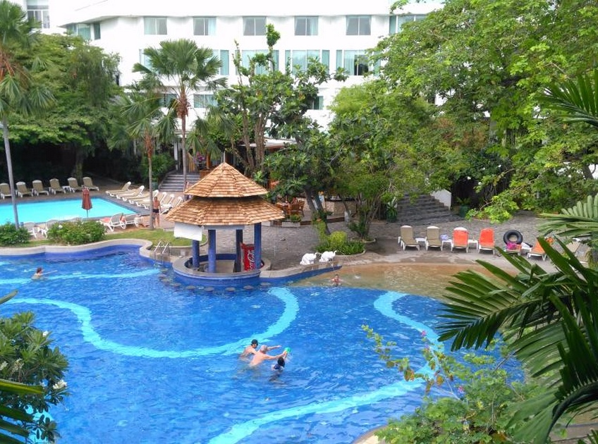 Отель Cosy Beach Hotel 3*, территория
