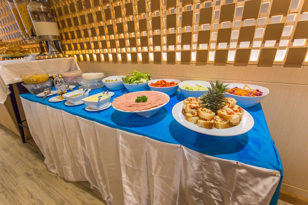 Отель Арая Бич Патонг 4*, Пхукет, шведский стол на завтрак