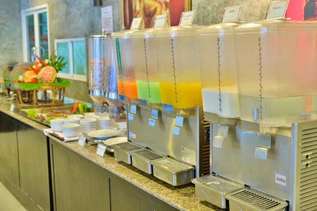 Завтрак в отеле Tri Trang Beach Resort 4*, Пхукет