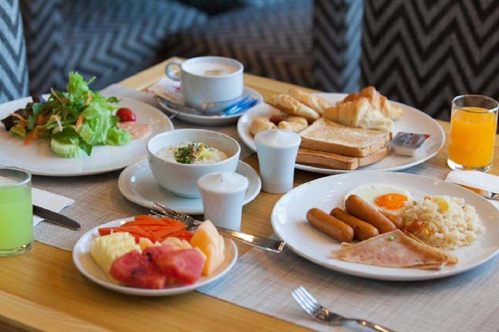 Примерный завтрак в отеле Marina Phuket 4*