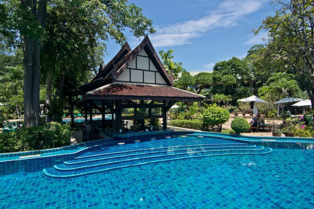 Отель Грин Парк Резорт в Паттайе, бассейн