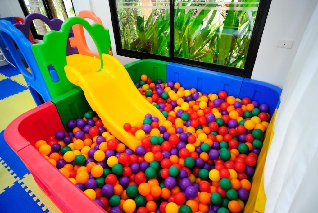 Отель Peach Blossom Resort 4*, детский клуб