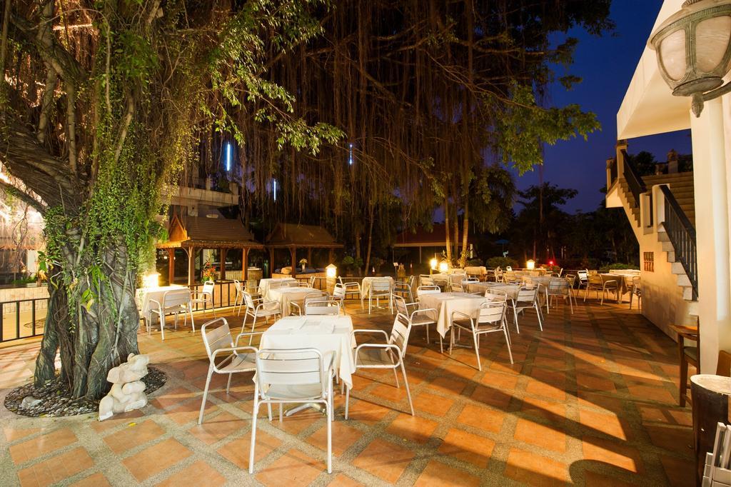 Открытая терраса ресторана отеля Pinnacle Grand Jomtien Resort SPA 4* Паттайя