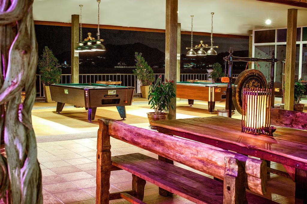Отель Tri Trang Beach Resort 4*, Пхукет