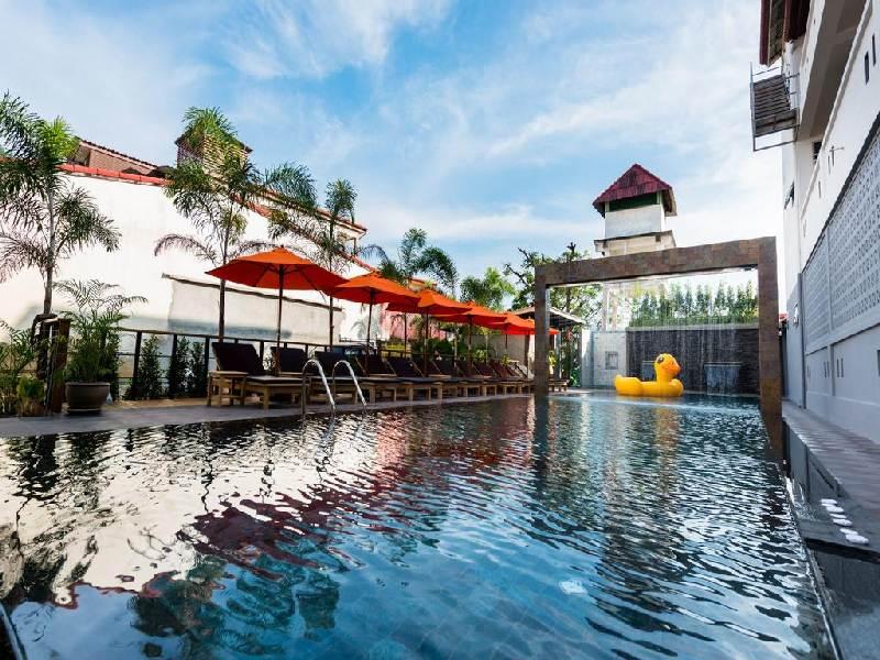 Baan Kata Maytha 3*: бассейн отеля