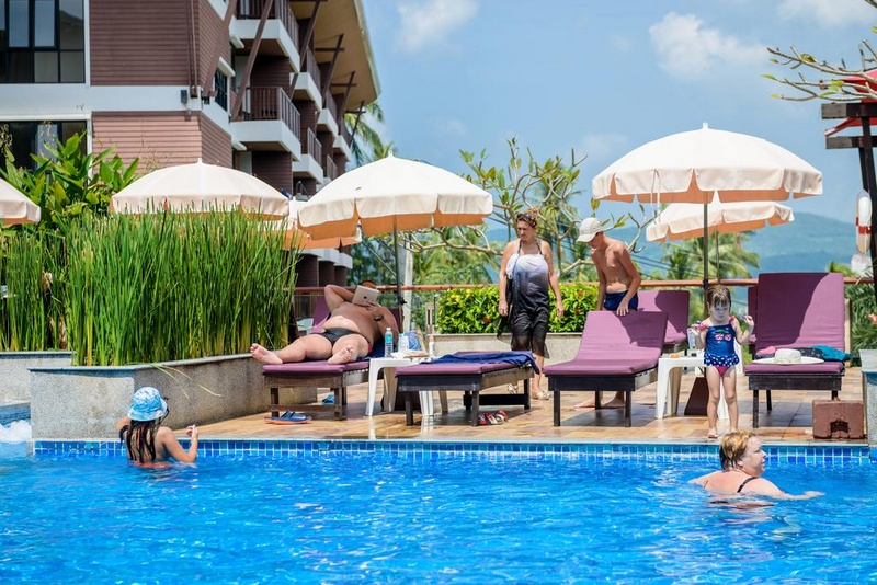 Отель Peach Blossom Resort 4*, бассейн