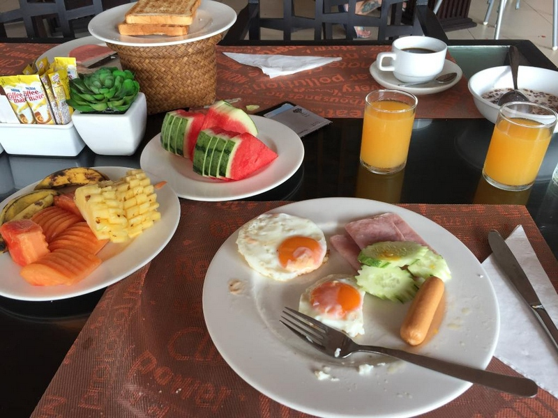 Завтрак в отеле Пич Блоссом Резорт
