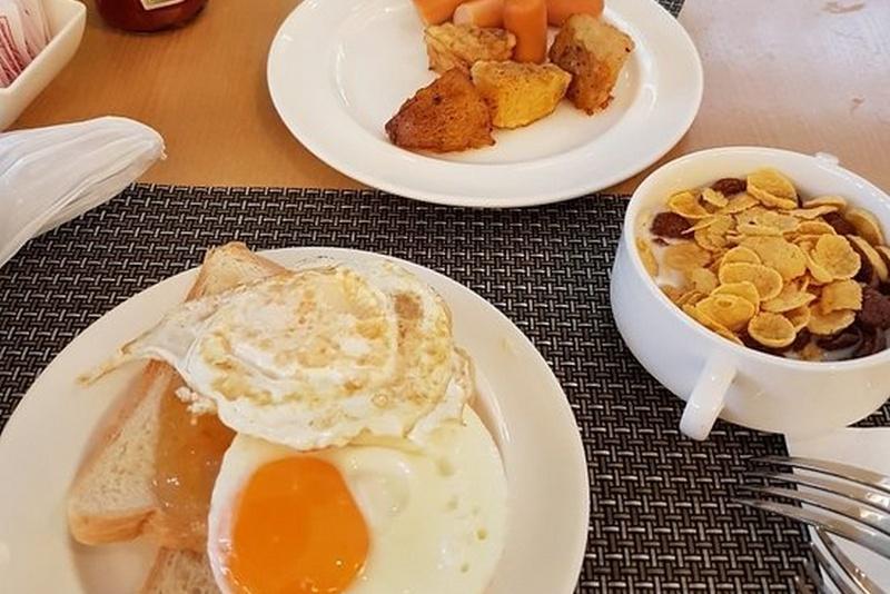 Завтрак в отеле Эшли Плаза Патонг