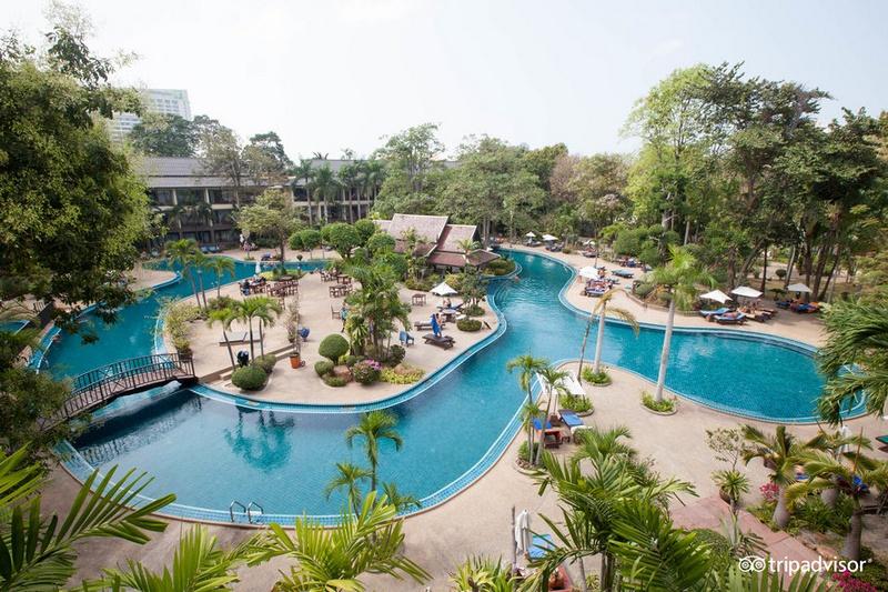 Территория отеля Грин Парк Резорт в Паттайе