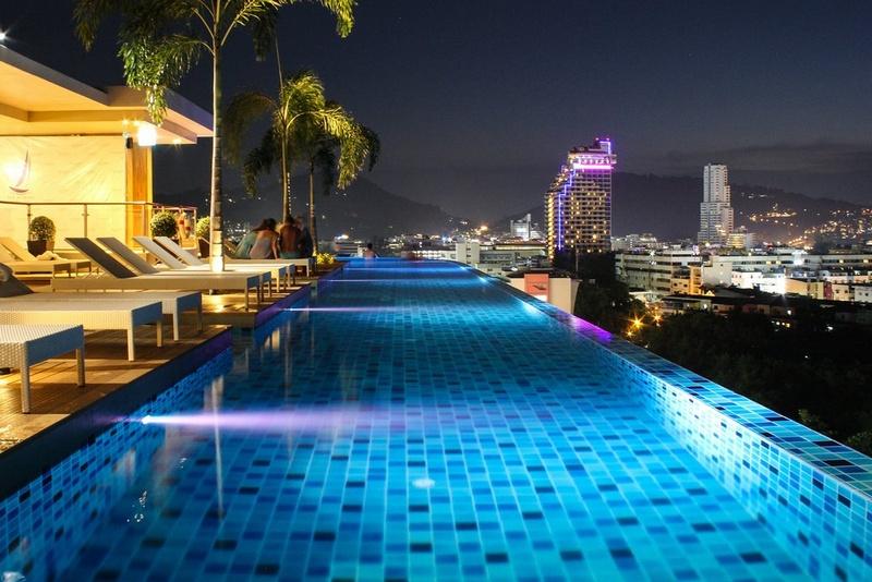 Бассейн на крыше вечером, The Marina Phuket Hotel 4*, Патонг