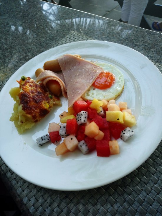 Завтрак в отеле Три Транг Бич Резорт 4*, Пхукет